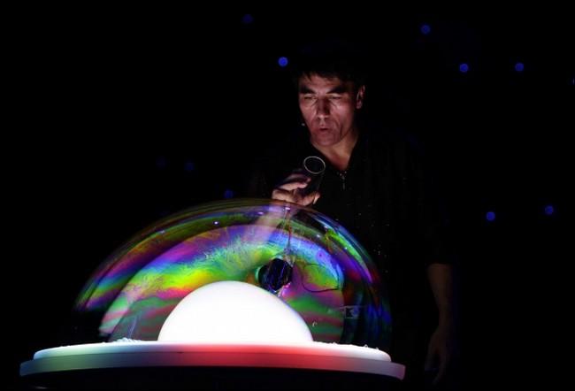 Amazing bubble guy