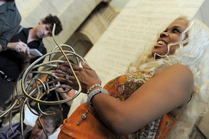 The woman with the longest fingernails in the world