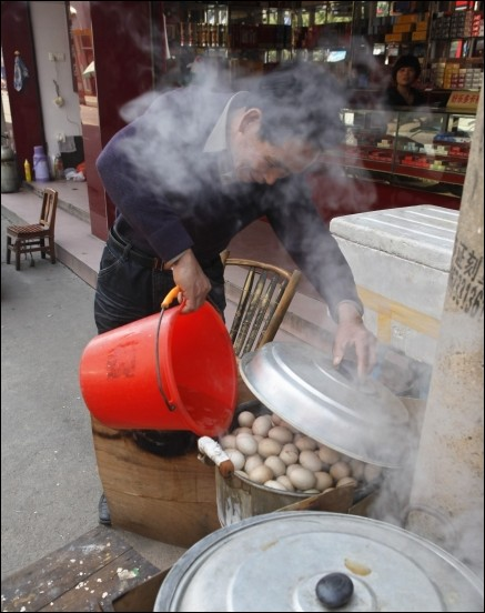 Chinese specialty: boiled eggs in urine